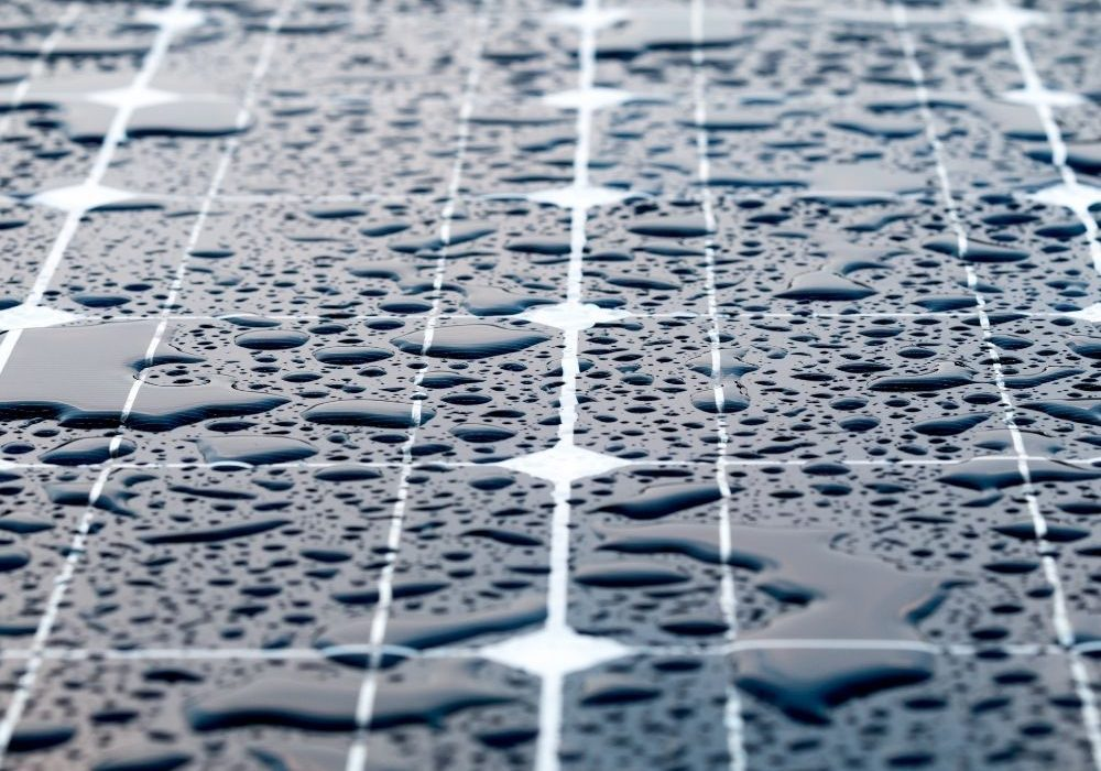 Do solar panels work in the rain?